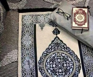 book and islam image