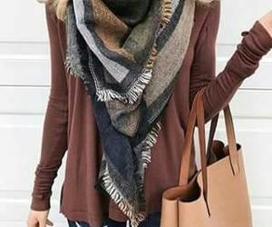 jeans, cartera, and bufanda image