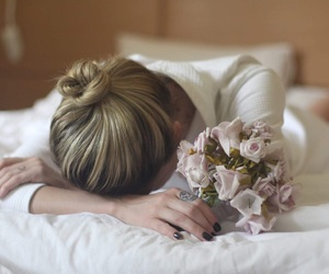 flower, bed, and blond girl image