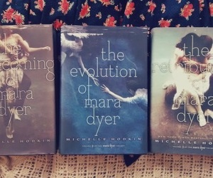 books, book lover, and d unbecoming of mara dyer image