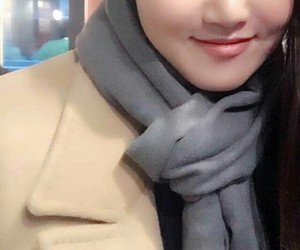 mamamoo, hwasa, and ahn hyejin image