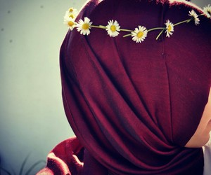 hijab and daisy image