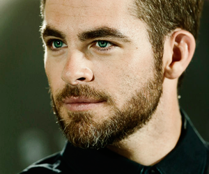 chris pine and eyes image
