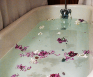 flowers, bath, and grunge image