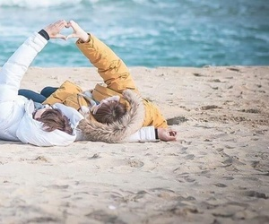 kdrama, love, and beach image
