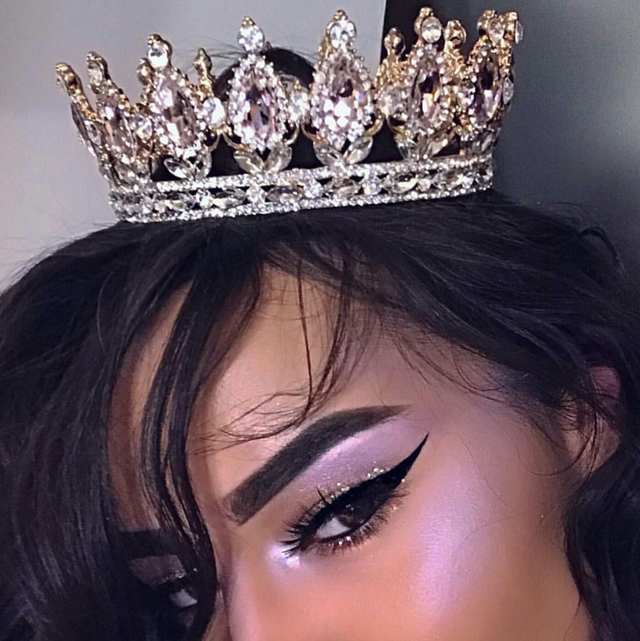 фото с короной на голове сравнении глянцевой бумагой