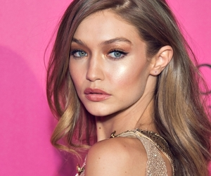 gigi hadid and victoria's secret‎ image