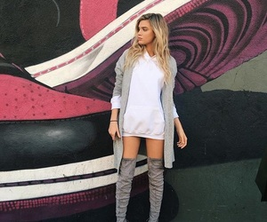 alissa violet and outfit image