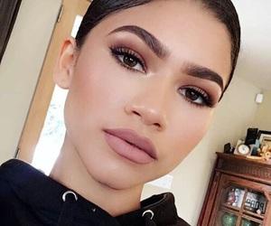 zendaya, makeup, and eyebrows image