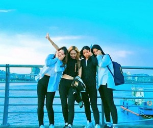 aesthetic, ulzzang, and best friends image