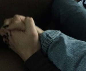 couple, tumblr, and holding hands image