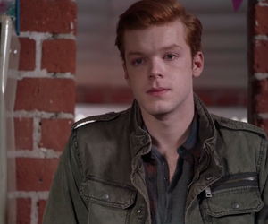 ian, shameless, and gallaghers image