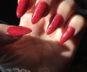 glitter, red nails, and sharp image
