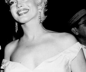 Marilyn Monroe, self harm, and suicidal image
