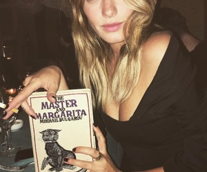 camille rowe image