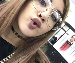 chocker, dolcek, and glasses image