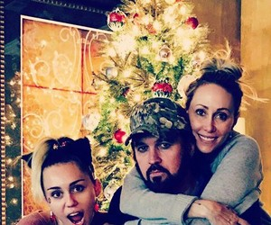 christmas, family, and billy ray cyrus image