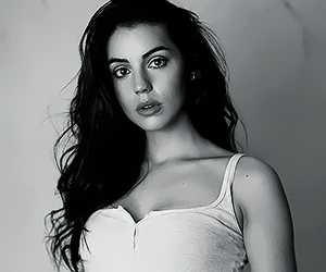 icons, reign, and adelaide kane image