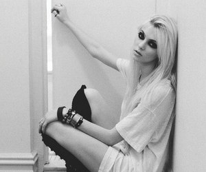 the+pretty+reckless and taylor+momsen+ image