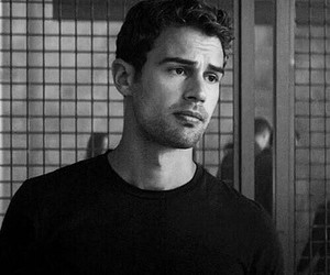 four, theo james, and divergente image