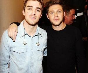 niall horan, one direction, and the chainsmokers image