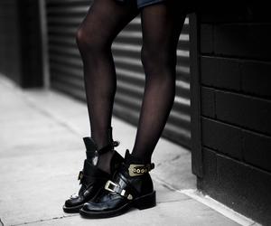 combat boots, ceinture, and shoe porn image