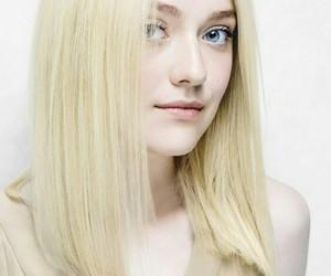 blonde, dakota fanning, and Elle Fanning image