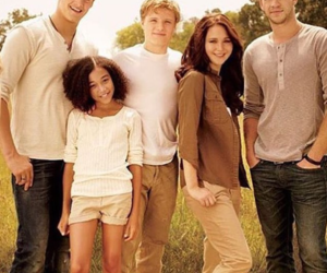 hunger games, rue, and katniss image