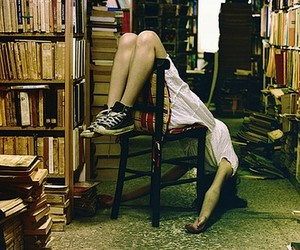 books and bookstore image