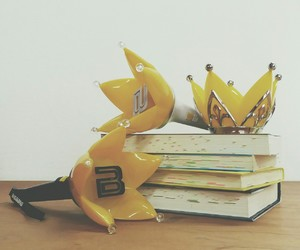 books, crown, and kpop image
