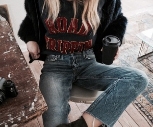 90s, outfit, and fur jacket image