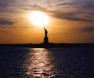 atardecer, lugares, and estatua de la libertad image
