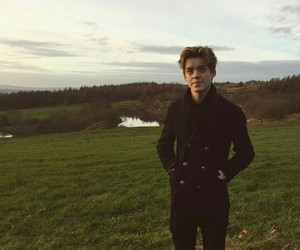 boy, reece bibby, and new hope club image