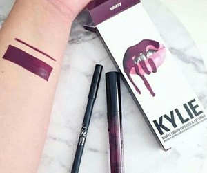 kylie jenner and lipstick image