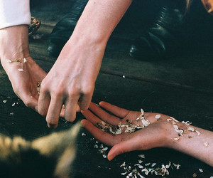 hands, vintage, and photography image