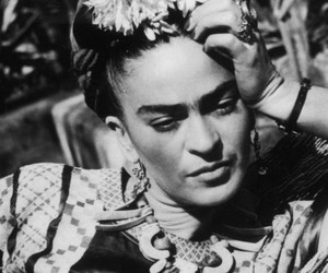 frida kahlo and woman image
