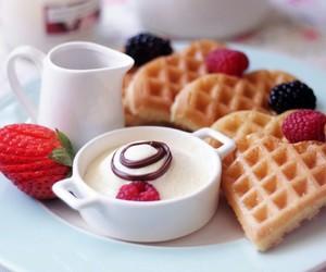 crema, desayuno, and frutos rojos image