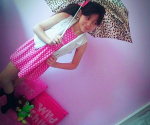 pink umbrella famous image