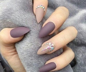 nails by meriem image