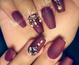 maroon and nail design image