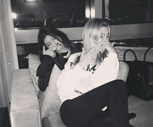 kylie jenner, friends, and hailey baldwin image