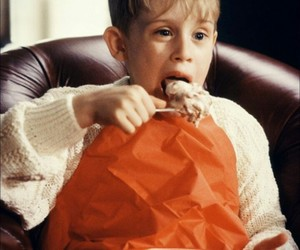 alone, christmas, and kevin mccallister image