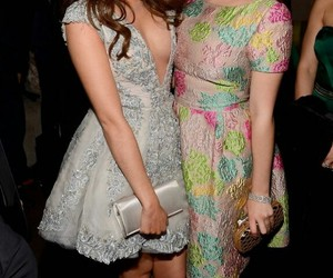 sarah hyland, ariel winter, and modern family image