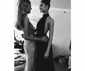 stella maxwell and taylor hill image