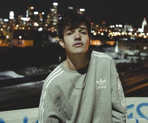 aaron carpenter image