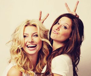 ashley tisdale, friends, and hellcats image