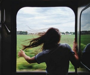 girls, tren, and aire image