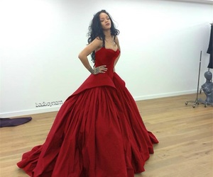 rihanna and dress image