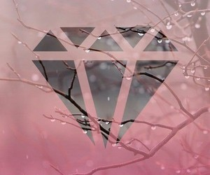 diamond and wallpaper image