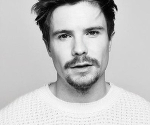 joe dempsie and skins image